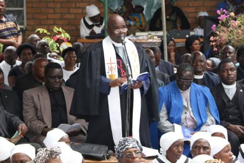 Rec Chipofya preaches during the funeral